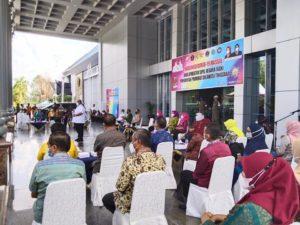 Gubernur Sultra, Ali Mazi membuka kegiatan vaksinasi massal. Dokumen foto: Suramaeda